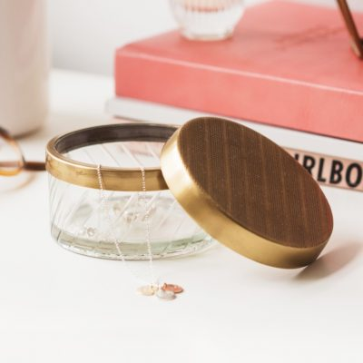 This jewellery and trinket storage pot is perfect for storing rings, earrings, cuff links, and other small items.